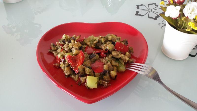 Biberli Patlicanli Salata