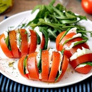 Domates salatasi